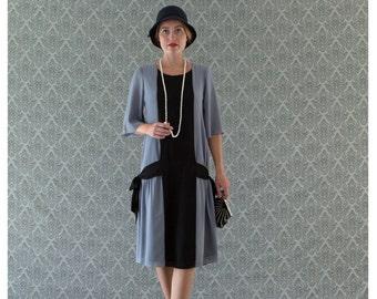 Fun grey and black flapper dress with side bows, 1920s flapper dress, Great Gatsby dress, art deco dress, Miss Fisher dress, robe Charleston
