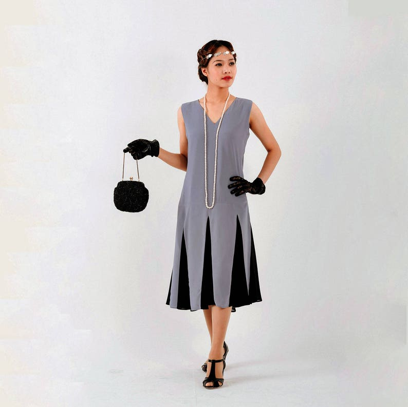 426a76f1f26 Grey 1920s Gatsby dress with black skirt godets grey flapper