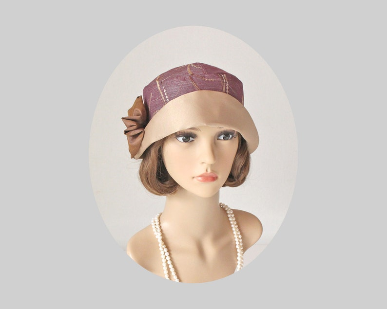 533ed7a5931 1920s-inspired cloche hat in mauve and beige Great Gatsby