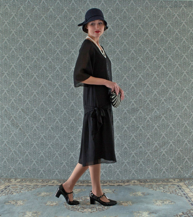 1920s Day Dresses, Tea Dresses, Mature Dresses with Sleeves Black 1920s dress Great Gatsby dress 1920s flapper dress Charleston dress 20s costume Downton Abbey dress 1920s clothing 20er kleider Laviedelight $140.00 AT vintagedancer.com