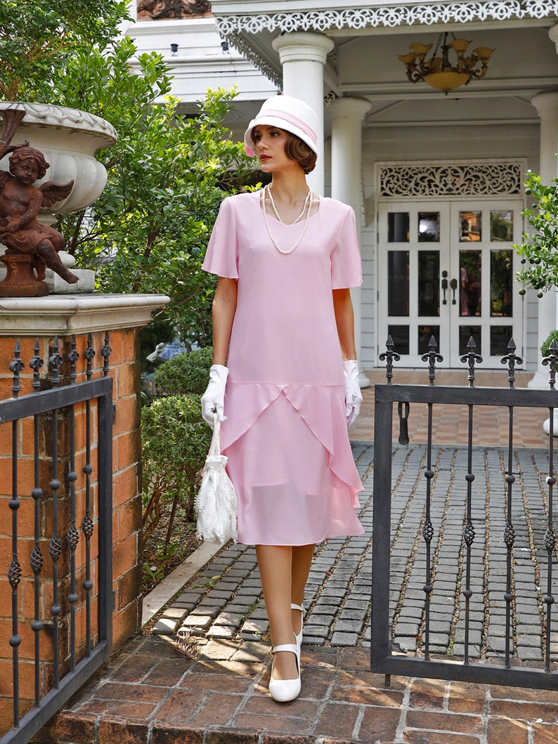 1920s Style Dresses, 20s Dresses 1920s dress in pink with sweetheart neckline Great Gatsby dress 20s flapper dress Downton Abbey dress Lady Mary dress Charleston dress $135.00 AT vintagedancer.com