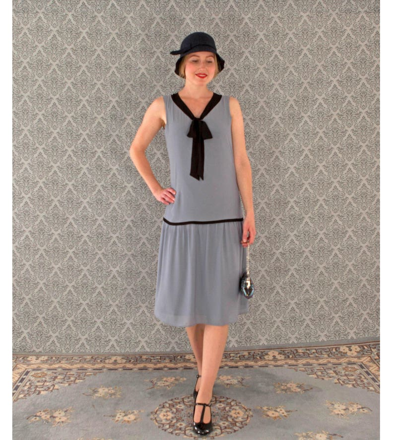 d8b8018856e Cute little flapper dress in grey and black bow 1920s flapper
