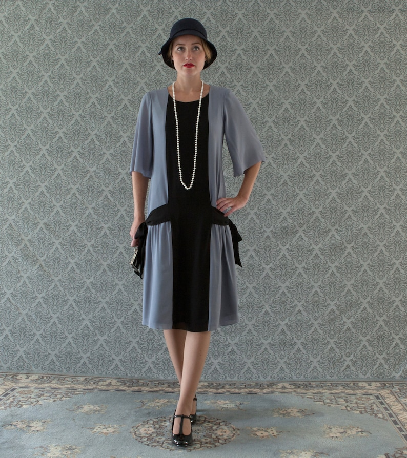 1920s Day Dresses, Tea Dresses, Mature Dresses with Sleeves Fun grey and black flapper dress with side bows 1920s flapper dress Great Gatsby dress art deco dress Miss Fisher dress robe Charleston $140.00 AT vintagedancer.com