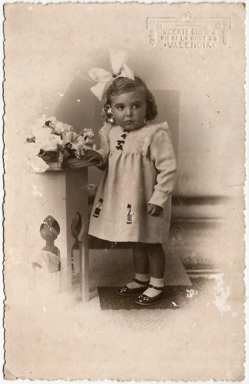 FREE SHIPPING WORLDWIDE Original Atq 1930s Spanish Rppc  Gorgeous Spanish Girl w Nice Doll /& Mary Jane Shoes  by Vicente Crespo Spain
