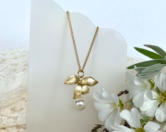 Gold Leaf Necklace, Gold Bridal Jewelry, Pearl Necklace, Bridesmaid Gift, Wedding Jewellery