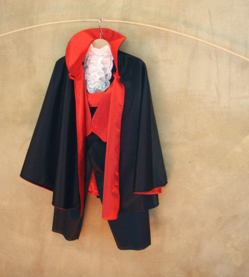 Costume Vampiro bambini Vestito Gotico 5 pezzi nero rosso da  0f40cdf01b9
