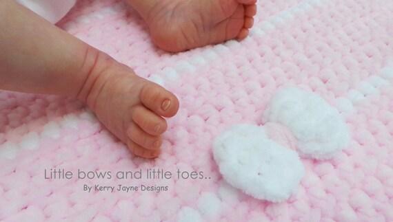 Baby girl main crochet POM POM Chapeau avec Détails Perle 3 ans 3m