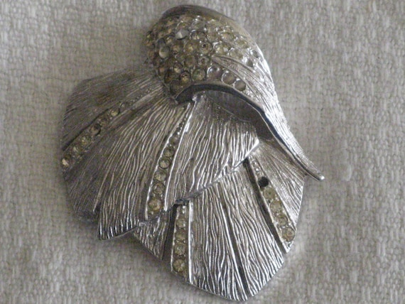 Abstract Feathers Brooch Multi Texture Silver Tone Hammered and Smooth Plumes Modernist