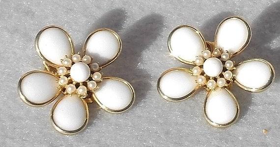Kramer Large Whimsical White Daisy Clip Earrings f