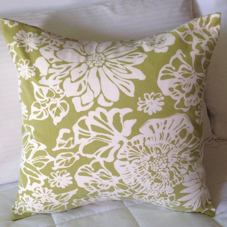 Richloom Biko Leaf Tropical Floral Lime Green & Winter White image 0