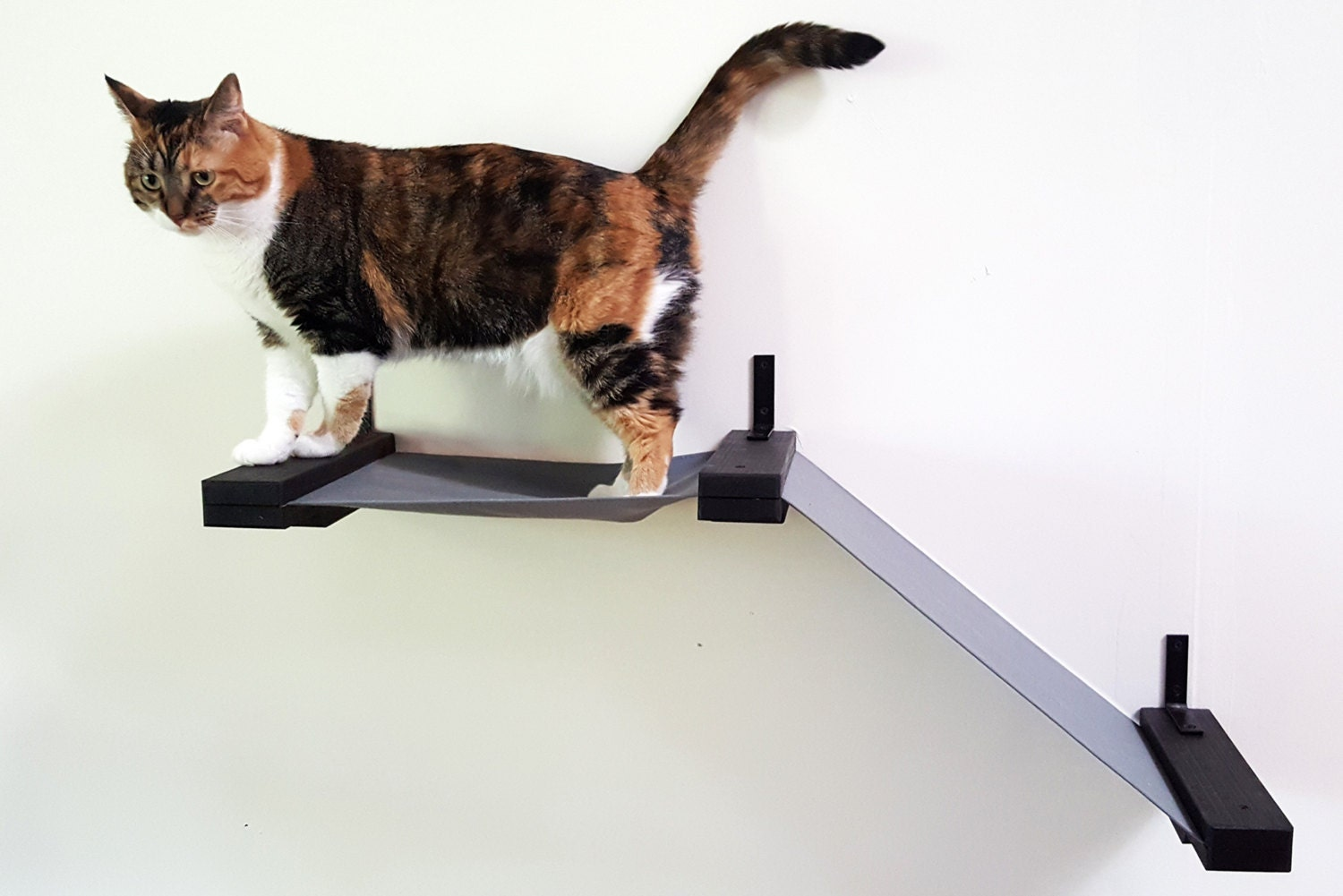 Stylish Cat Wall Shelf w/ Stretched Fabric Raceway Lounge/ Cat Bed