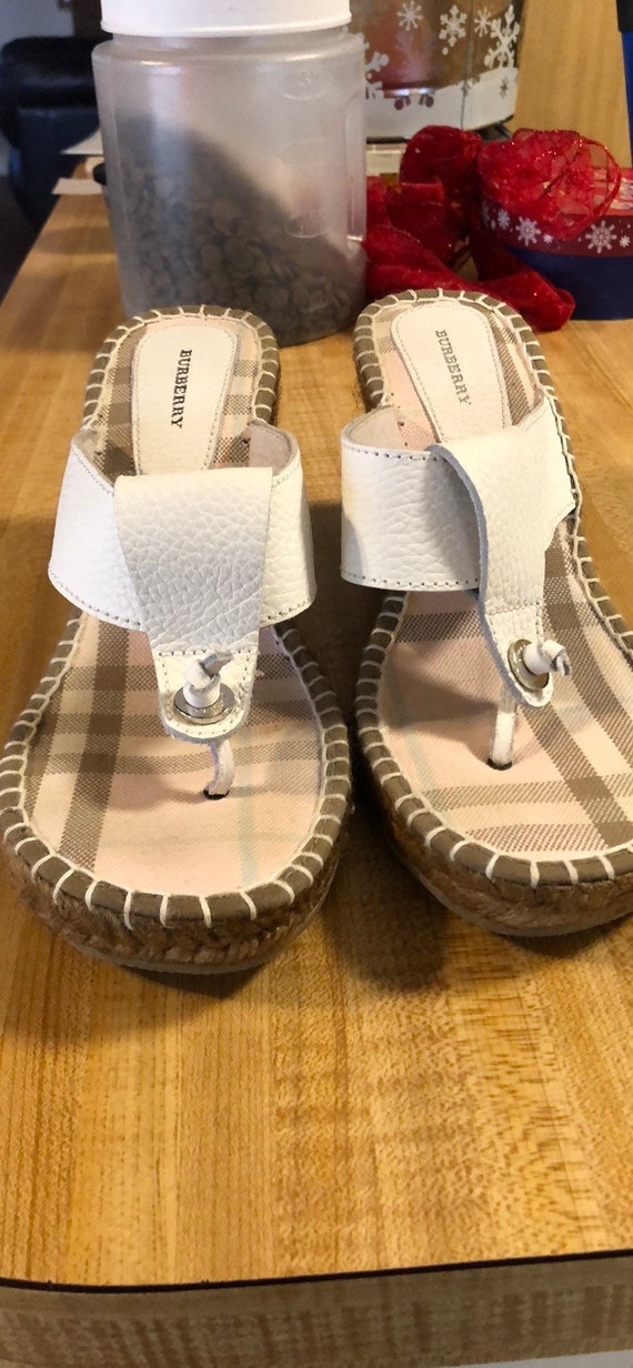 Burberry wedges. Leather.