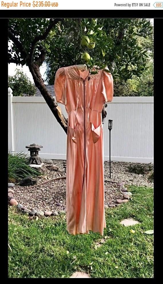 SALE 1940s Saybury Liquid Satin Rayon Dressing Gow