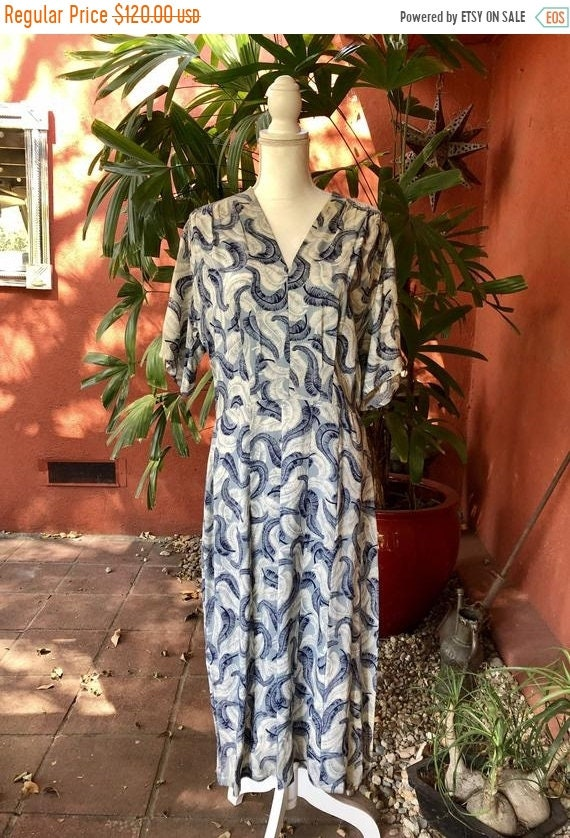 SALE 1940s Rayon Acetate Feather Print Dress L