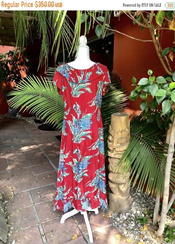 SALE 1940s Cold Rayon Hawaiian Holomu Dress L