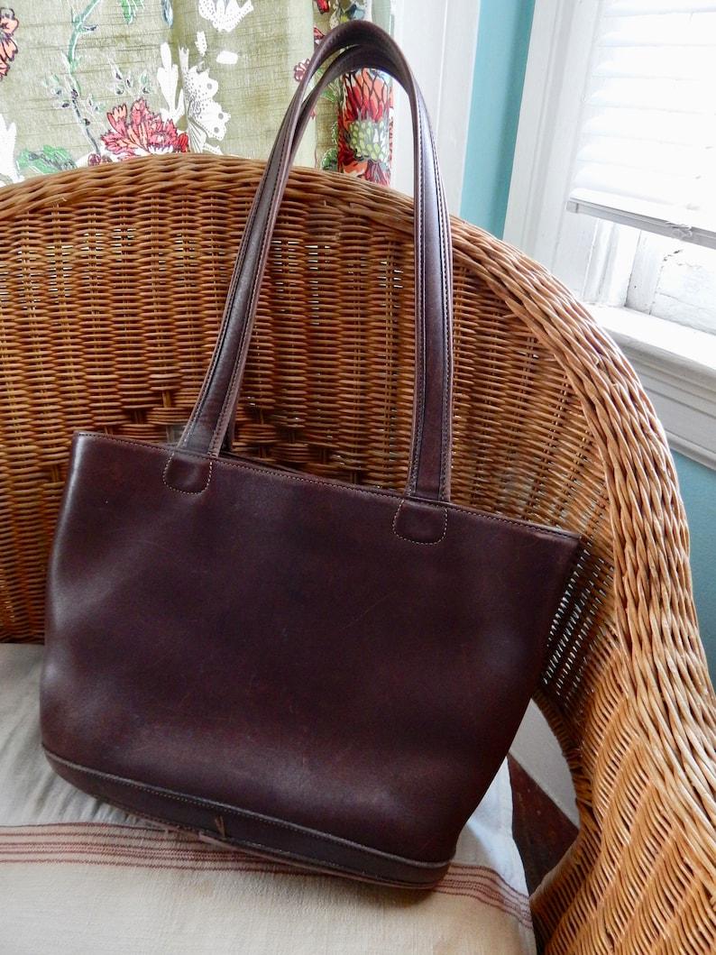 14b97452 Vtg Coach No.D9D9302 bucket bag purse dark brown leather market tote