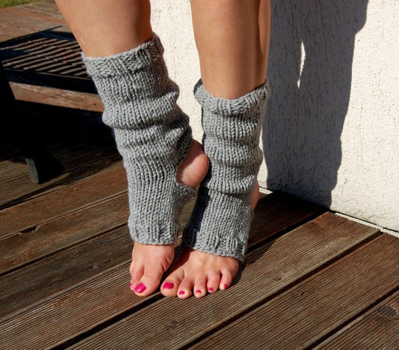 Spats, Gaiters, Puttees – Vintage Shoes Covers Yoga Socks Pedicure Toe-Less Knitted Spats Flip Flop Piyo Wear Hand Knit Dance $26.10 AT vintagedancer.com
