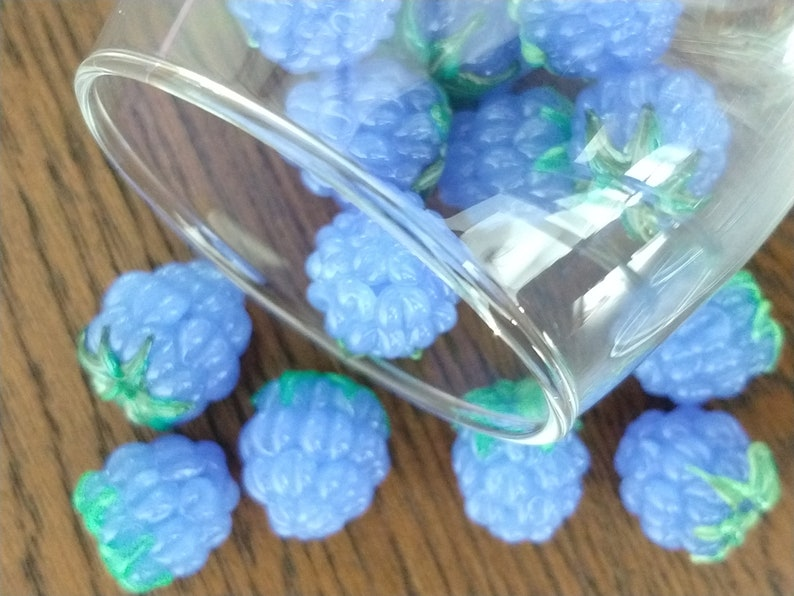 SRA 7 p Berry bead Something blue Glass Raspberry Bead Raspberry beads Lampwork glass berry Home Decor Light Periwinkle