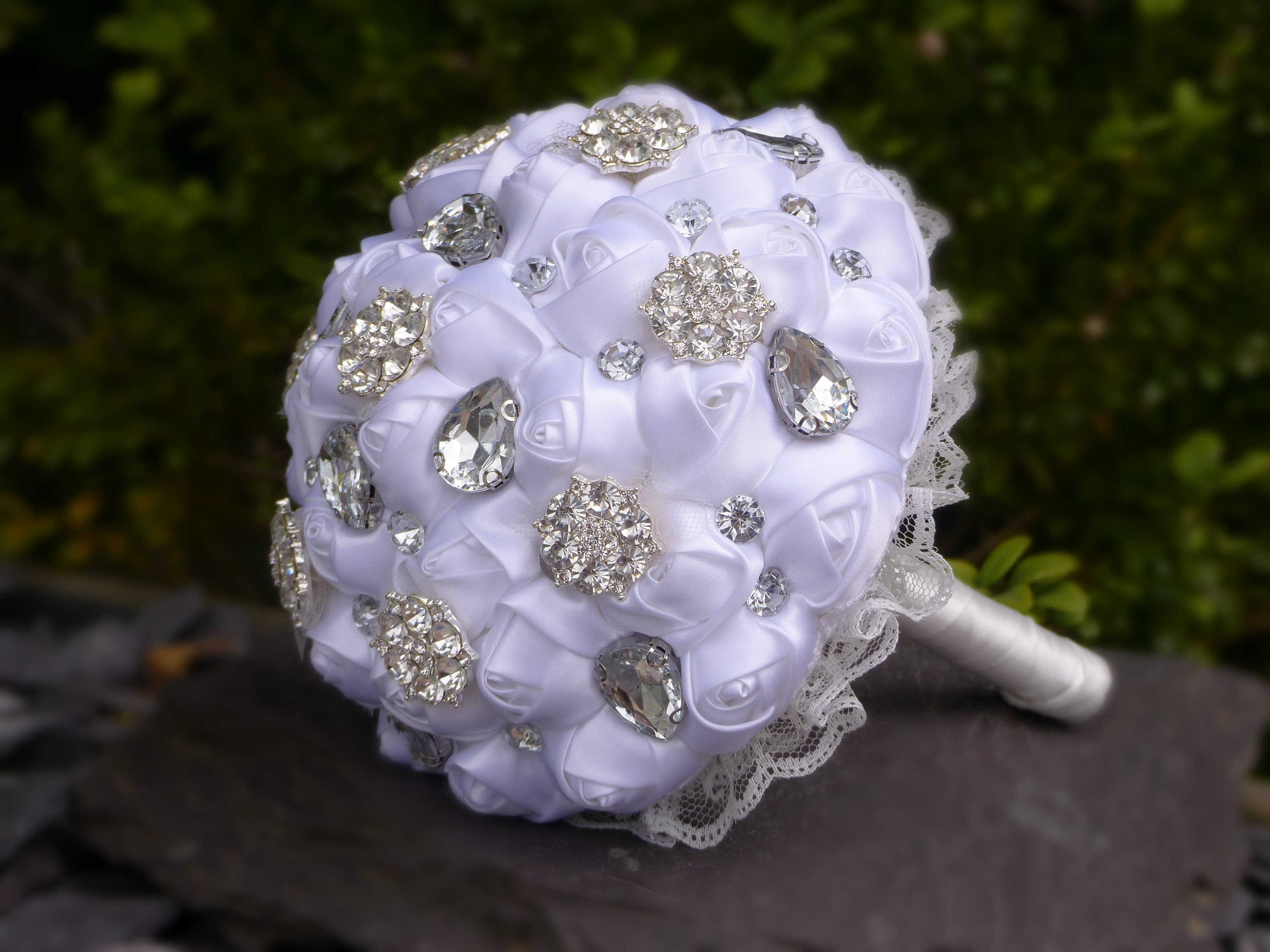 READY NOW 25 Bridesmaids Brooch Bouquet Jewelled Wedding