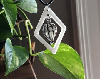 Float hot air balloon necklace