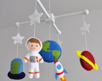 Crib mobile - Nursery decoration - Space baby mobile - Space-themed nursery - Spaceship, Astronaut, Planet Earth, Mars, Alien, nasa, neutral