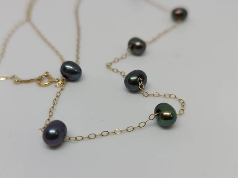 14k Yellow Gold Delicate Black Peacock Pearl Station Necklace Item w# 1153