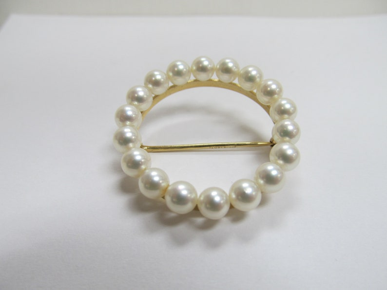 Vintage 1960s-70s Pearl Brooch Set in 14K Yellow Gold Item W-#141