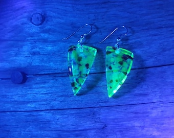 Glow in the dark earrings with red speckles plus marching pendant... Super funky club wear!