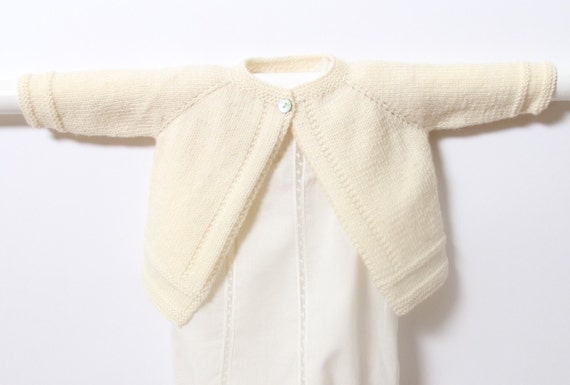 Baby Cardigan / Knitting Pattern / French Instructions / PDF Instant Download / 5 Sizes : Newborn / 3 / 6 / 9 and 12 months