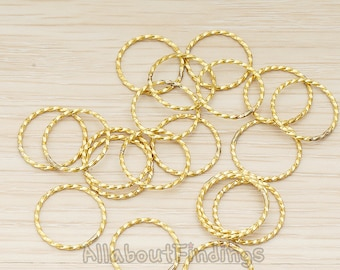 PDT358-01-RB // Raw brass Twisted Round Link Pendant, 4 Pc