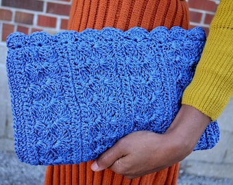 Vintage 60s 70s Japanese Woven Clutch Bag With Scalloped Trim in Cobalt Blue