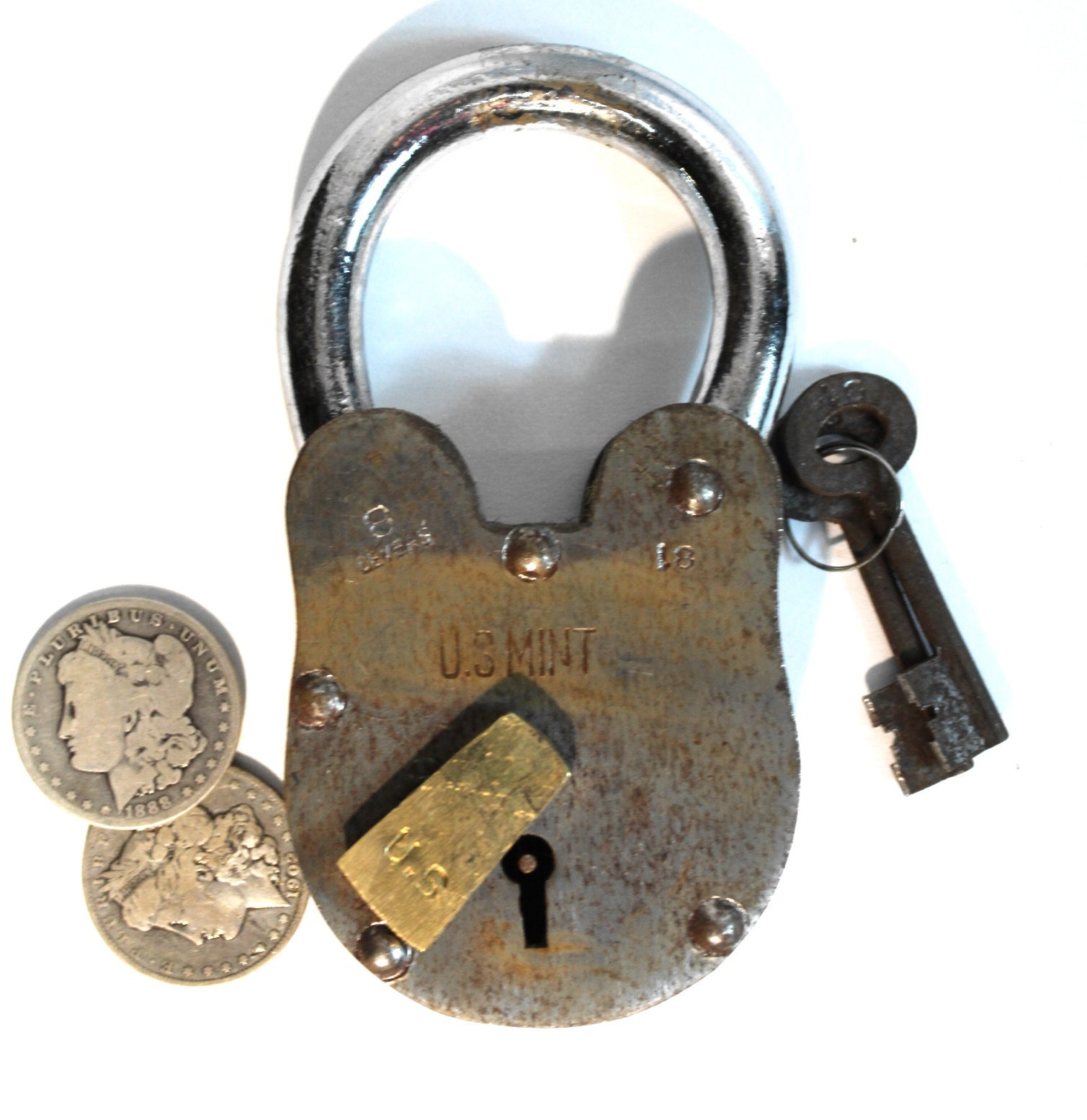 Wine Cellar Padlock Vintage Antique Style Treasure Chest Lock 2lbs 6″ Tall Rusty