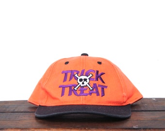 74a8213de7750 Vintage 90 s Trick Or Treat Halloween Fall Spooky Skull Crossbones Snapback  Hat Baseball Cap