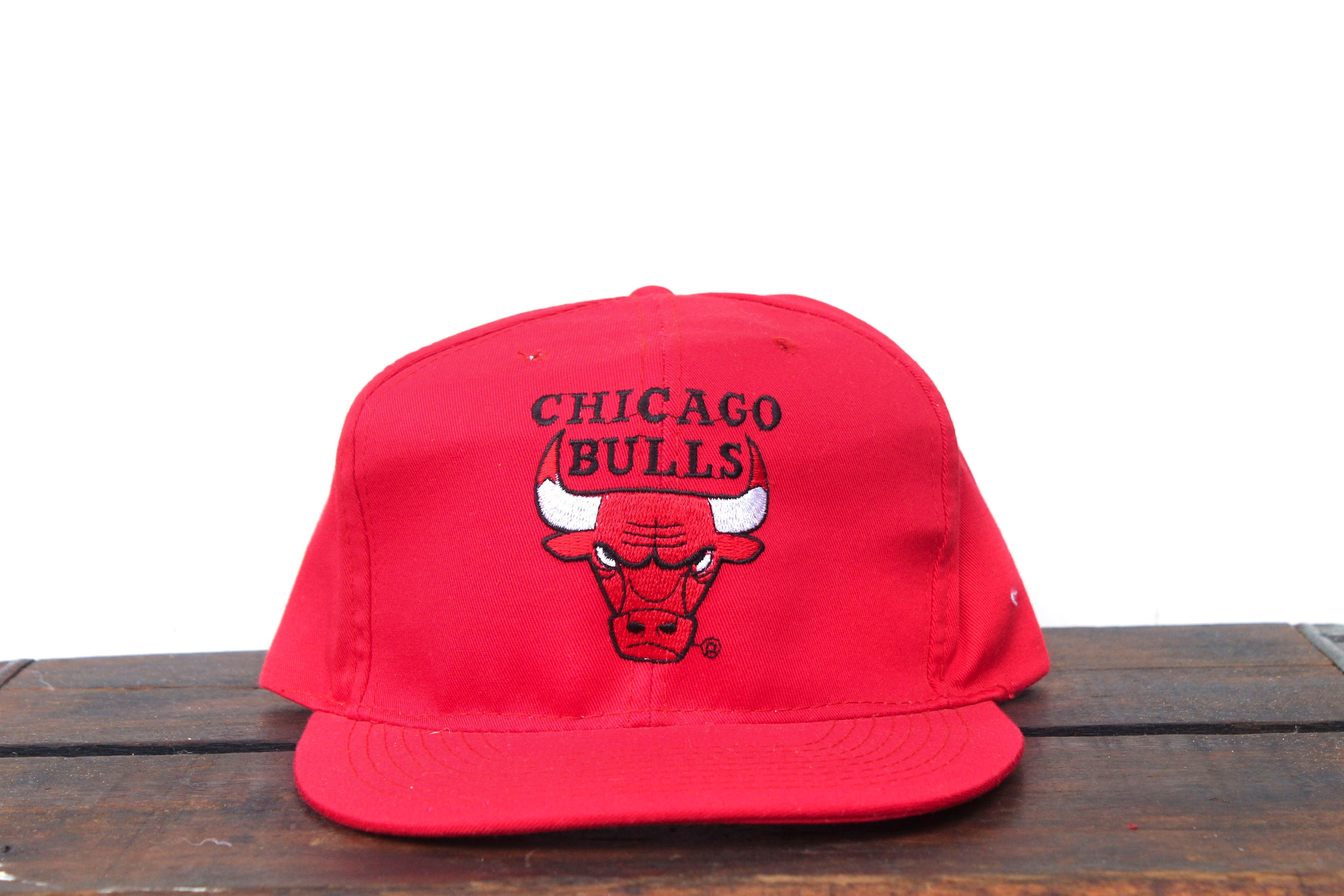 Vintage 90 s Red Chicago Bulls Basketball NBA Snapback Hat  194bc8ca69696