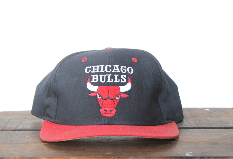 8e479ea8212 Vintage 90 s Distressed Chicago Bulls Basketball NBA
