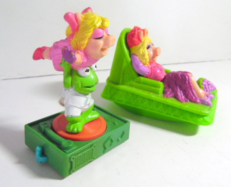 Pair of Sesame Street fast food toys  Miss Piggy & Kermit