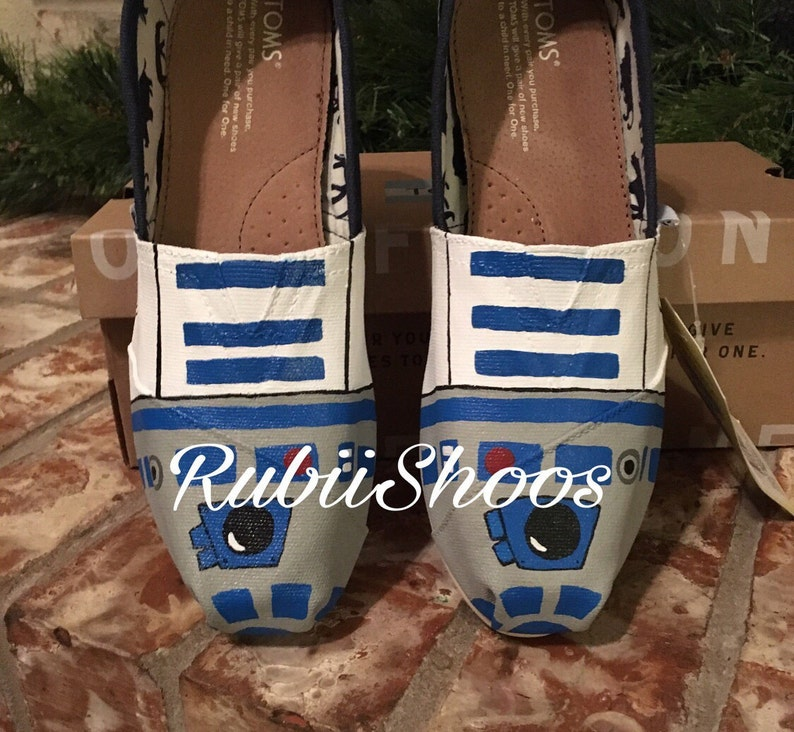 df074b310ff Women's Toms Hand Painted Star Wars Characters Droids   Etsy