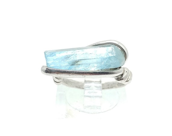 Raw Uncut Bright Blue Aquamarine Crystal Stone Ring Sz 6 in Hammered Sterling Silver March Birthstone Jewelry