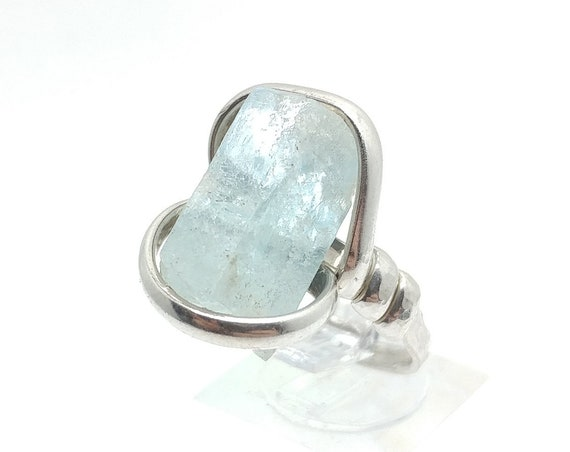 Raw Uncut Bright Blue Aquamarine Crystal Stone Ring Sz 8.5 in Hammered Sterling Silver March Birthstone Jewelry