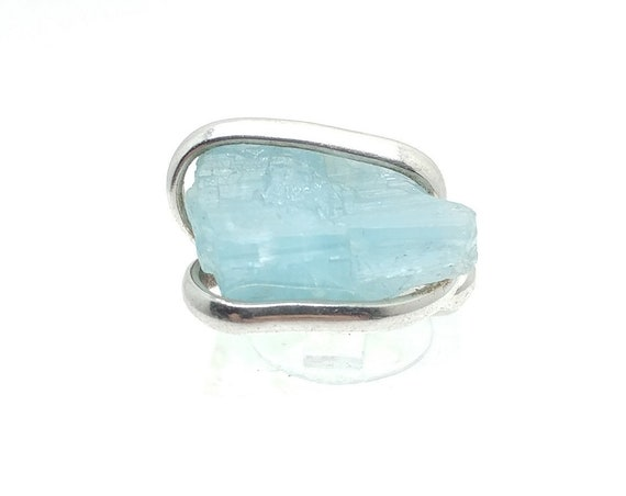 Raw Uncut Bright Blue Aquamarine Crystal Stone Ring Sz 6.5 in Hammered Sterling Silver March Birthstone Jewelry