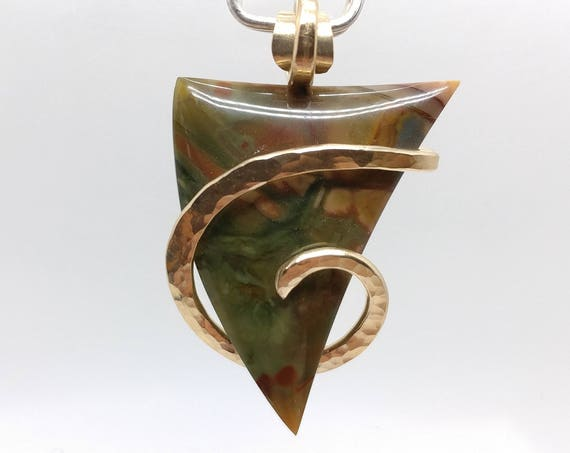 Rare Morrisonite Picture Jasper Stone Pendant Necklace in Hammered 14kt Yellow Gold Fill Hard To Find Collectors Jewelry