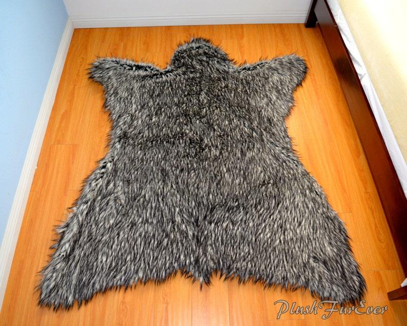 1836ab68e45b Lobo gris piel alfombra 60 x 72 imitación piel alfombras   Etsy