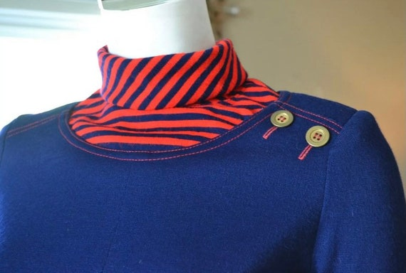 1960s vintage blue red Knit STRIPED collar button