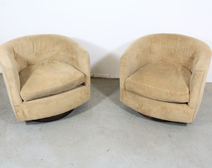 Pair of Mid-Century Modern Milo Baughman Style Swivel Club Chairs