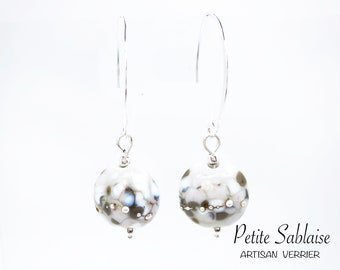 Snow earrings in Murano glass and solid silver, made by an Artisan Verrier