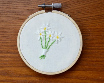 daisies | hoop art | embroidery | wall decor | hand stitched