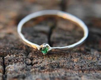 Emerald, sterling silver hammered stacking ring with 2mm stone