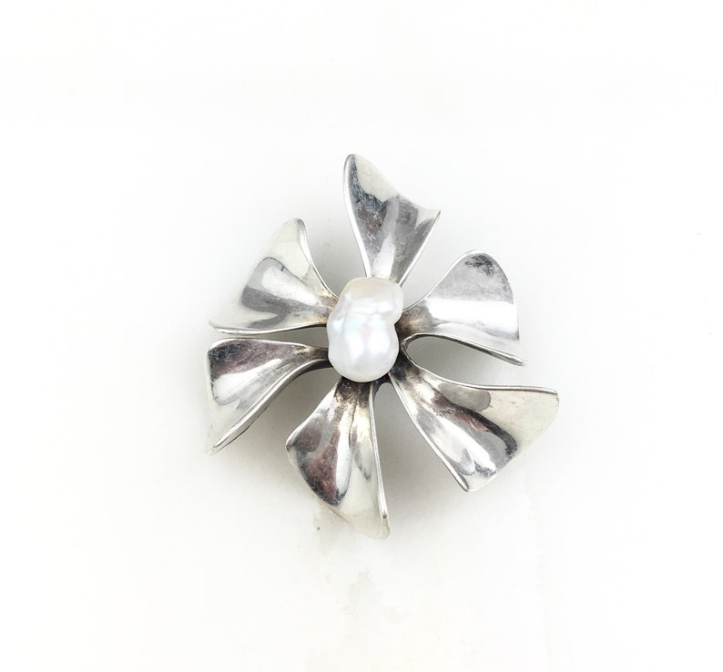 Vintage 925 Sterling Silver Modernist Pearl Flower Floral Brooch Pin