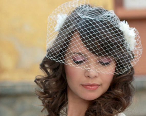Minimalist bridal birdcage veil with a set of 3 flowers hair clips