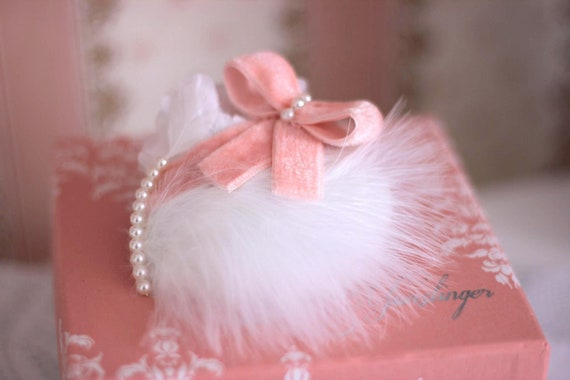 Delicate feather hair clip for girls